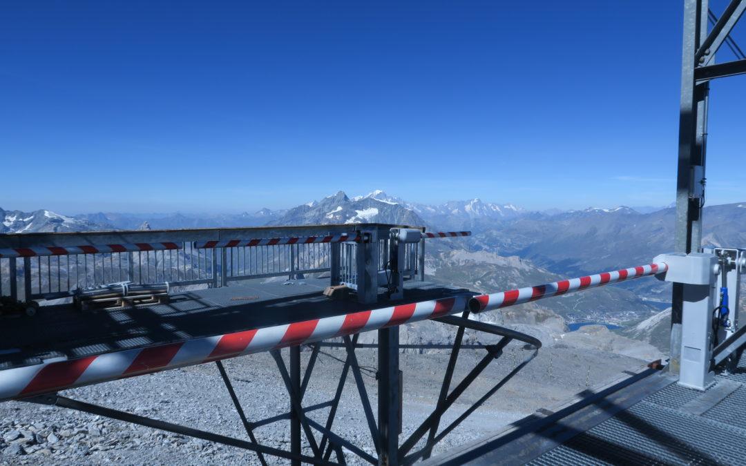 Tignes, cet été : conception, fabrication et montage des barrières de la gare amont du téléphérique de la Grande Motte.