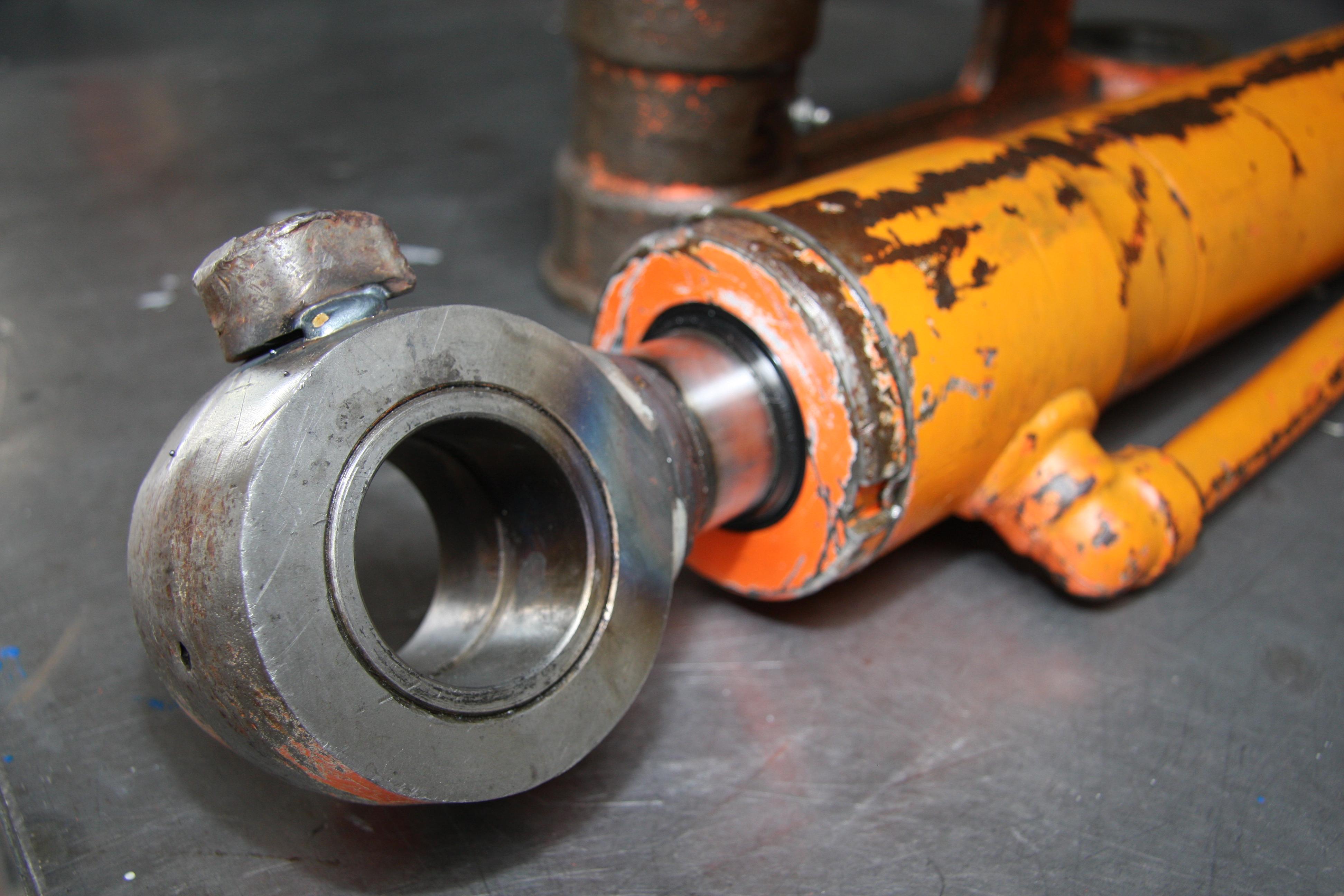 Réparation vérin hydraulique en Savoie : agricole, tp.